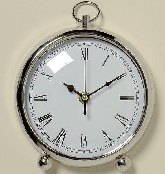 Uhr in Silber